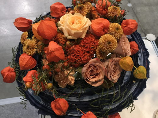 Flower arrangement with roses